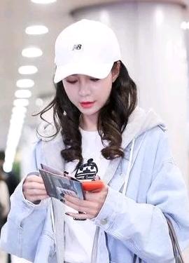 沈梦辰2018年3月机场街拍照片