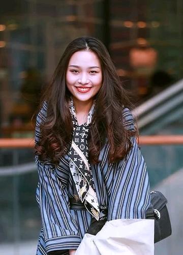北京三里屯2018春天街拍时尚美女